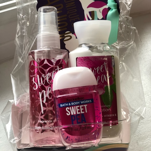NWT Bath & Body Works Sweet Pea Mini Gift Set